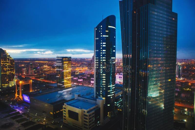 Nachtstad, megalopolis, Kazachstan, Astana royalty-vrije stock foto's