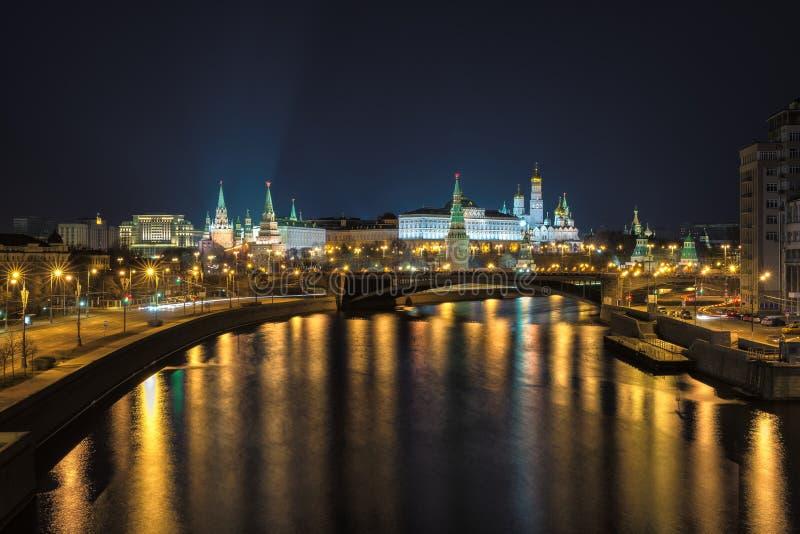 Nachtstad van Moskou royalty-vrije stock afbeeldingen