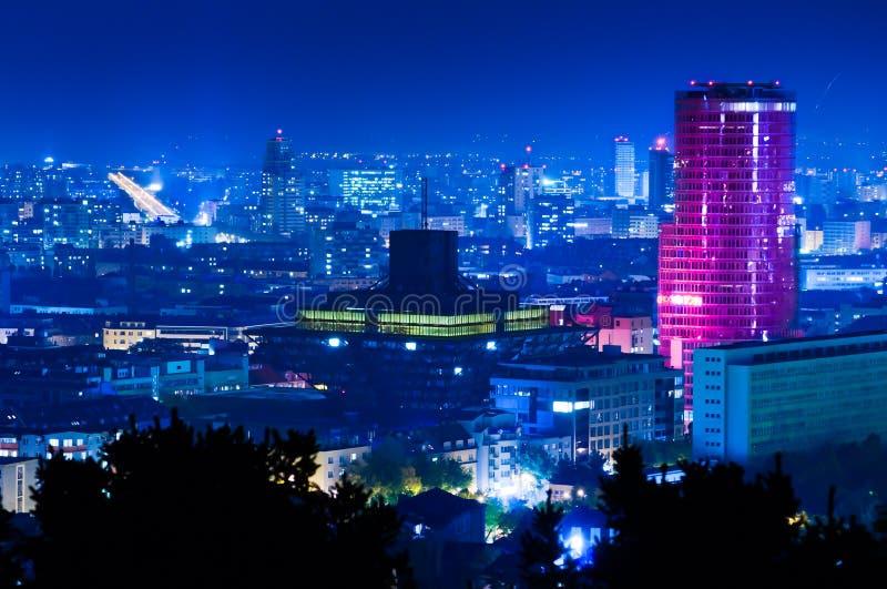 Nachtstadt lizenzfreie stockbilder