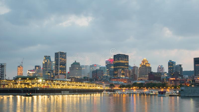 Nachtstadt-Ansicht des alten Hafens von Montreal, Montreal, Quebec, Kanada lizenzfreie stockbilder