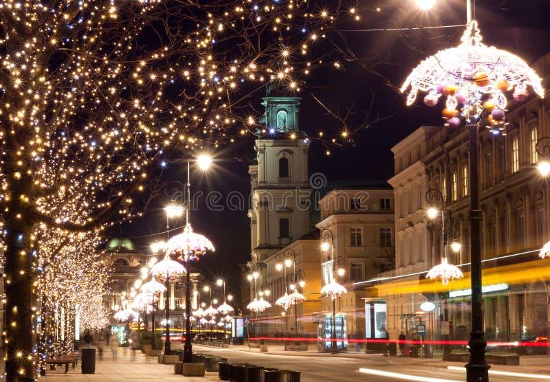 Nachtstadt beleuchtet in der alten Stadt Warschau, Polen Weihnachten lizenzfreie stockbilder