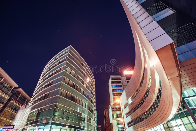 Nachtstadt osvitchene Neon stockfotos
