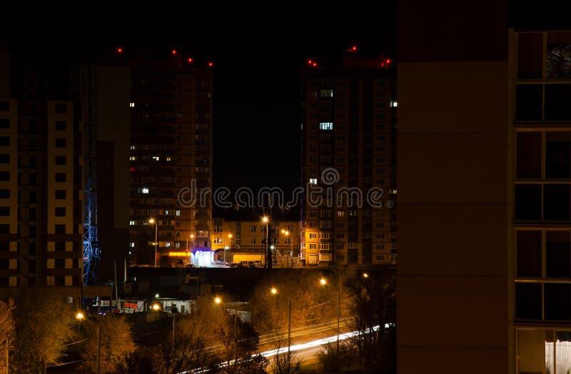 Nachtstadt Voronezh stockbild