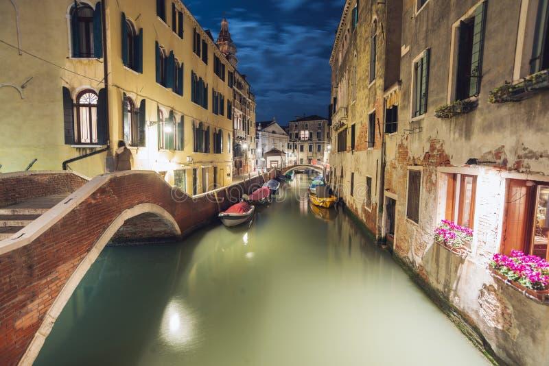 Nachtstadtbild in Venedig stockfoto