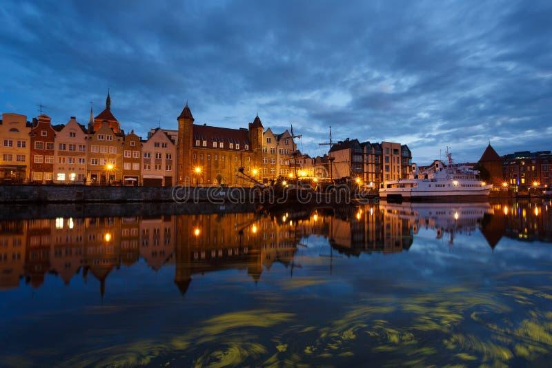 Download Nachtstadtbild von Gdansk stockfoto. Bild von gebäude - 96930472