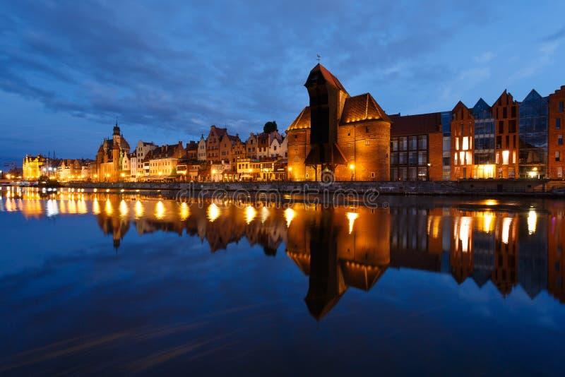 Download Nachtstadtbild von Gdansk stockbild. Bild von reflexion - 96930555