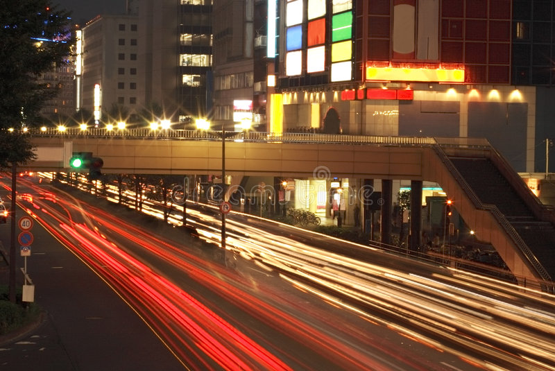 Nachtstadtverkehr stockbild