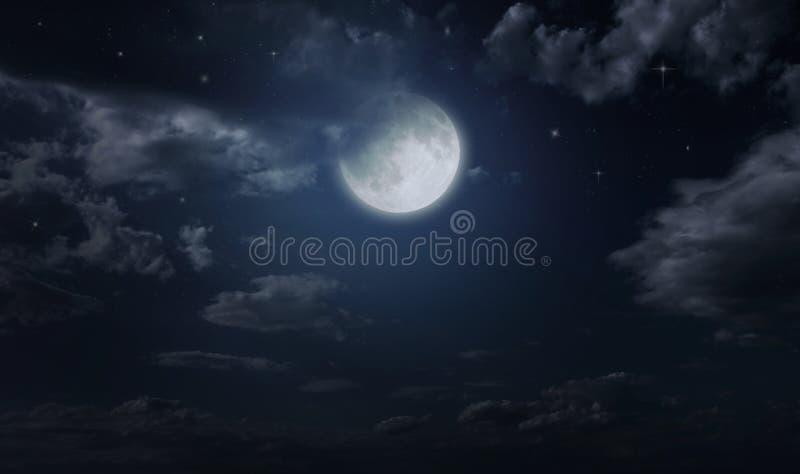 Nachtsternenklarer Himmel und -mond stockfotografie