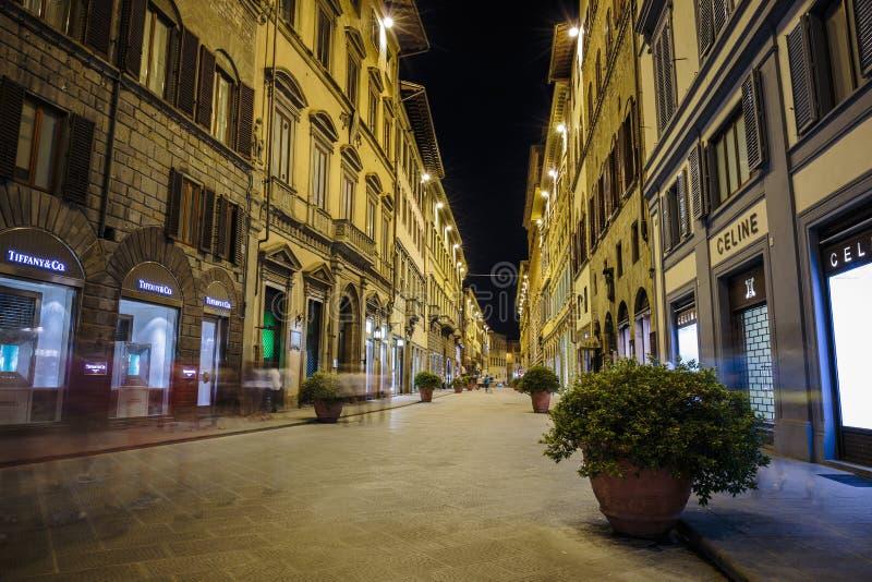 Nachtstraße in im Stadtzentrum gelegener Florence Italy stockbilder