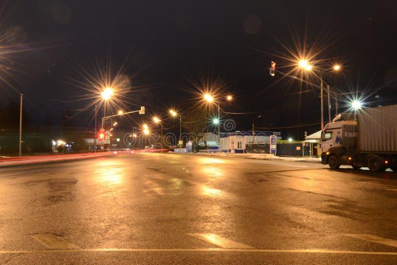 Nachtstraße Ruza Russia lizenzfreies stockfoto