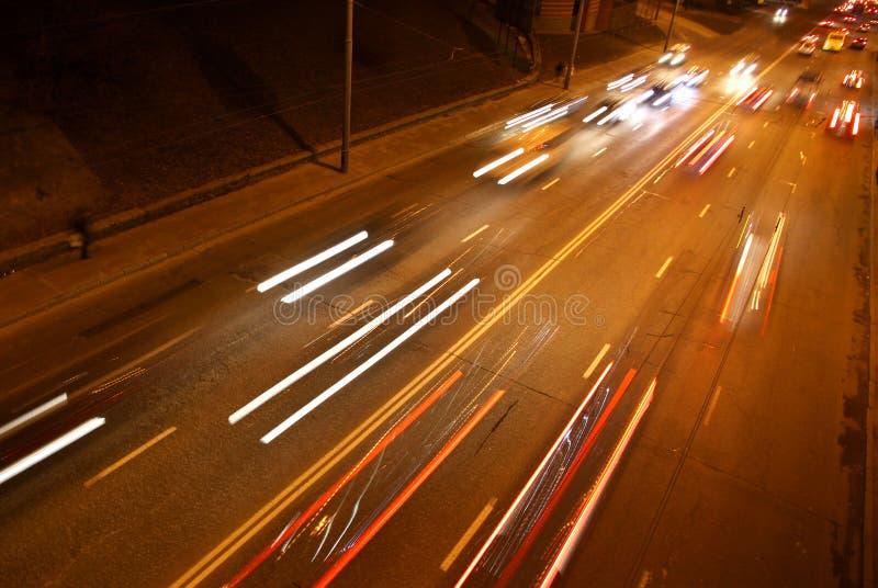 Download Nachtstraßenverkehr stockbild. Bild von stadt, verwischt - 27729681