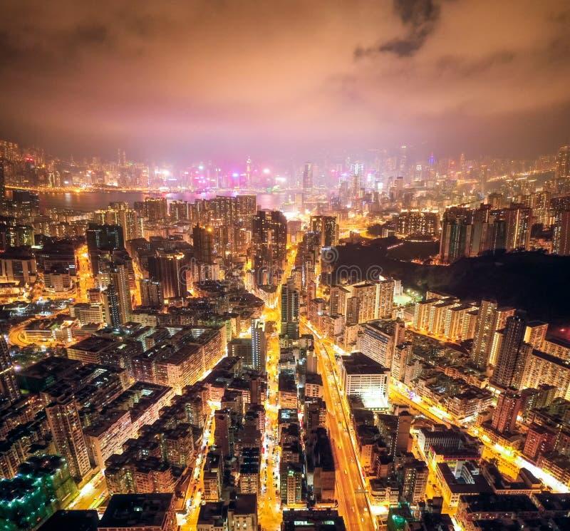 Nachtstraat in Kowloon, Hong Kong stock foto