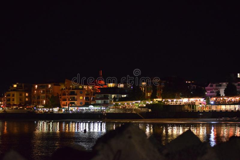Nachtstrand in Nessebar stockfoto