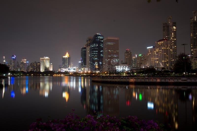Nachtszene Bhumibol-Brücke, Bangkok, Thailand stockbilder