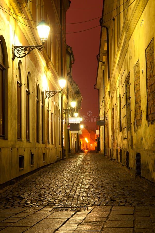 Nachtszene in der alten Stadt stockfotos