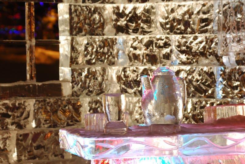 Nachtszene der Eisskulptur stockfotos