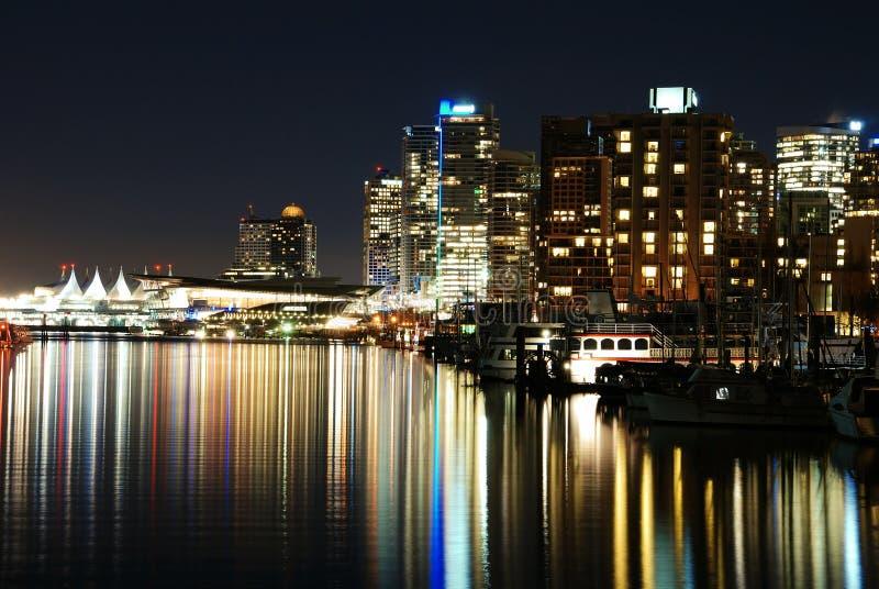 Nachtszene des Stadtzentrums im Stanley-Park stockbilder