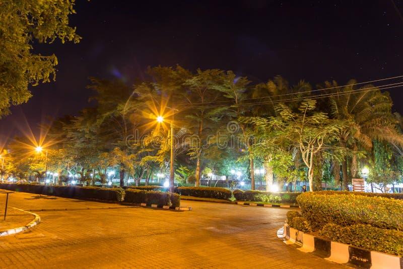 Nachtszene eines bedeutenden Gartens bei Mayfair lizenzfreie stockfotografie