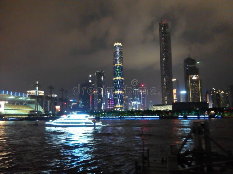 Nachtszene Guangzhous Pearl River stockfotos
