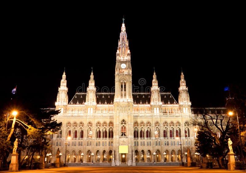 Rathaus Wien nachts stockbild