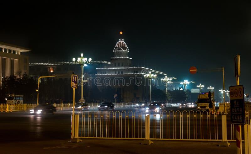 Nachtszene nahe bei Qianmen-Station und Zhengyangmen-Tor Qianmen-Tor lizenzfreie stockfotos
