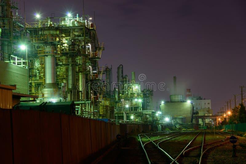 Nachtszene von Fabriken lizenzfreies stockfoto