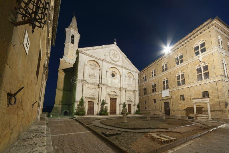 Nachtszene von Pienza, Toskana, Italien stockfotos