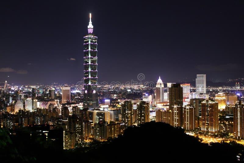 Nachtszene von Turm TAIPEHS 101 stockfotos
