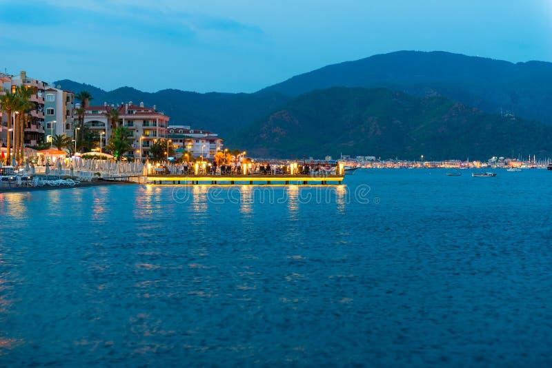 Nachtszenen-Seepromenade lizenzfreies stockbild