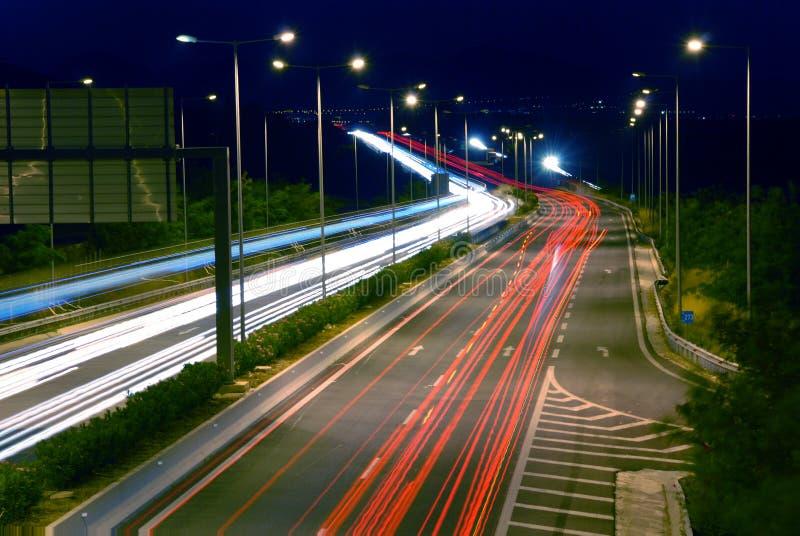 Nachtverkehr stockbild