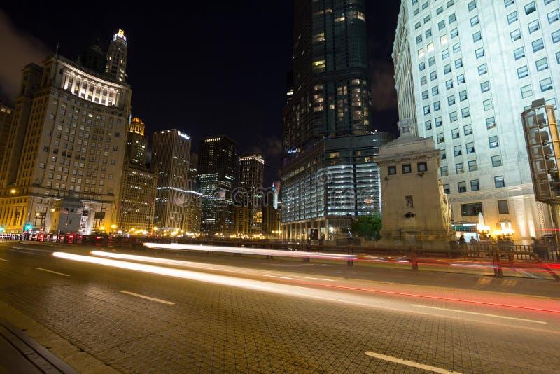 Nachtverkehr in Chicago stockfoto