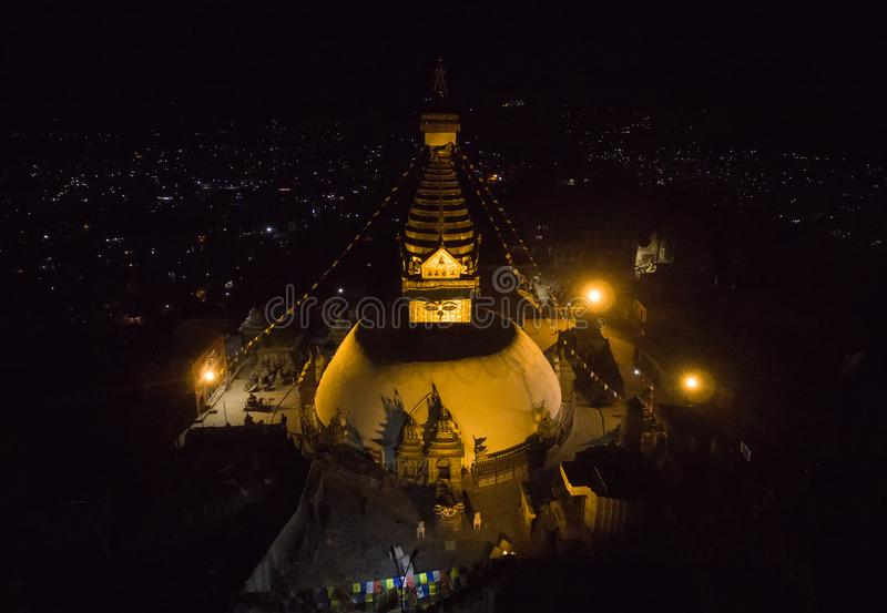 Nachtvogelperspektive auf Swayambhu lizenzfreie stockfotos