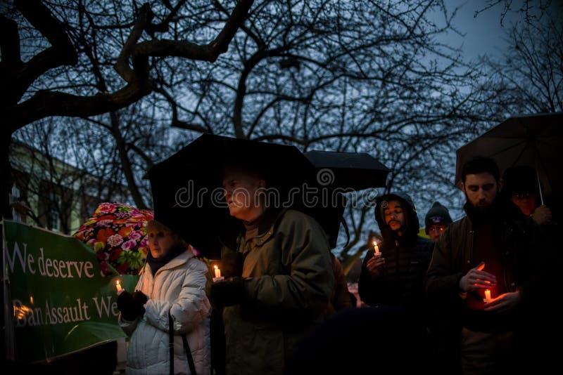 Nachtwache für Newtown-Schießenopfer. lizenzfreie stockfotos