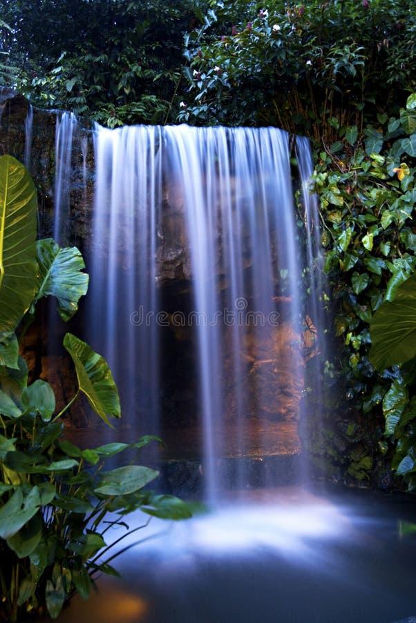Nachtwasserfall 1 lizenzfreie stockbilder