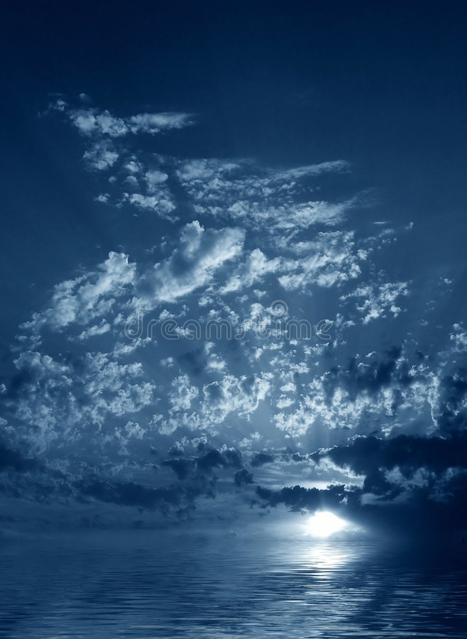 Nachtwolken lizenzfreies stockbild