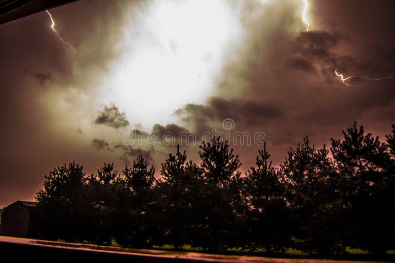 Nachtzeit-Blitz stockfotos