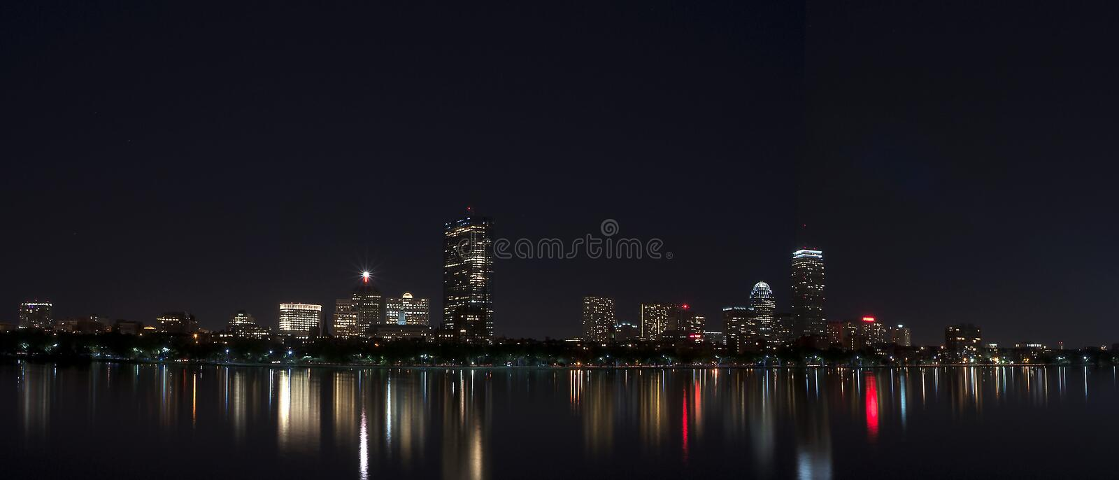 Nachtzeit Boston-Skyline Bostons MA lizenzfreie stockfotografie