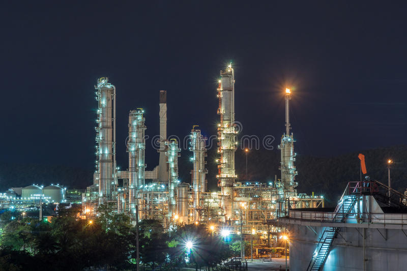 Nachtzeitraffinerie bei Sri Racha Thailand lizenzfreie stockfotos