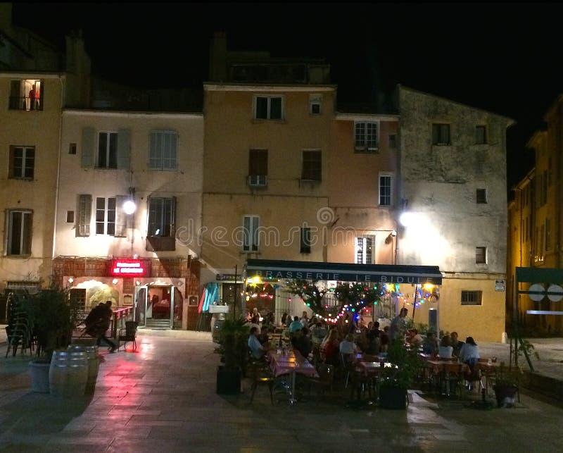 Nachtzeitstangenszene in Aix-en-Provence im Süden von Frankreich stockbild