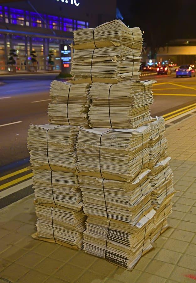 Nachtzeitung bereit zur Verteilung stockfoto
