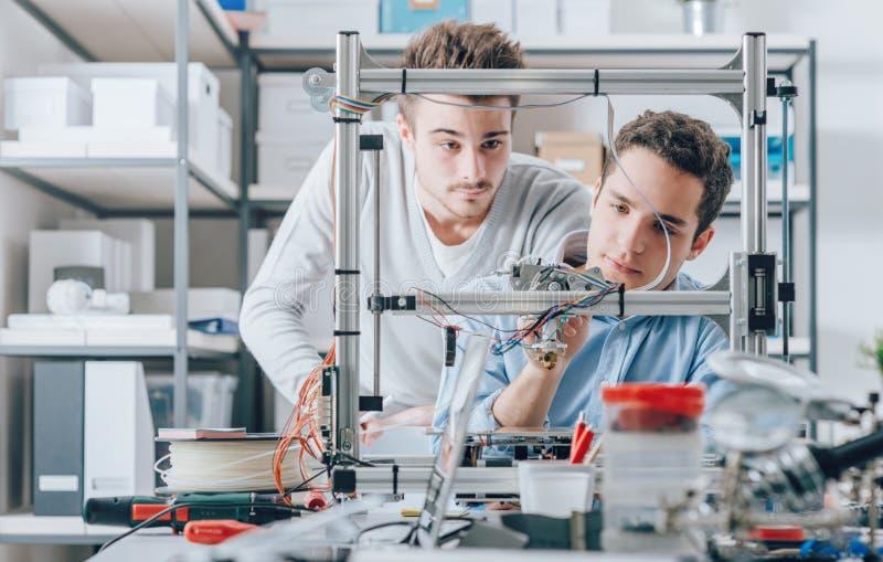 Nachwuchsforscher und Drucker 3D lizenzfreies stockfoto
