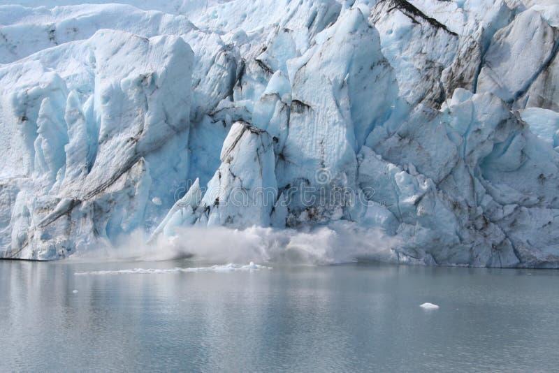Nacimiento de un iceberg imagen de archivo