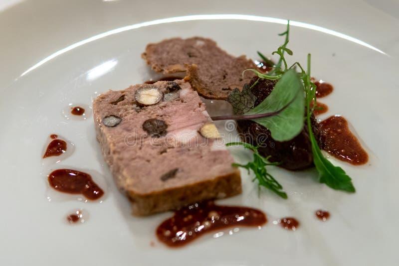 Naco da carne com molho vermelho fotografia de stock royalty free