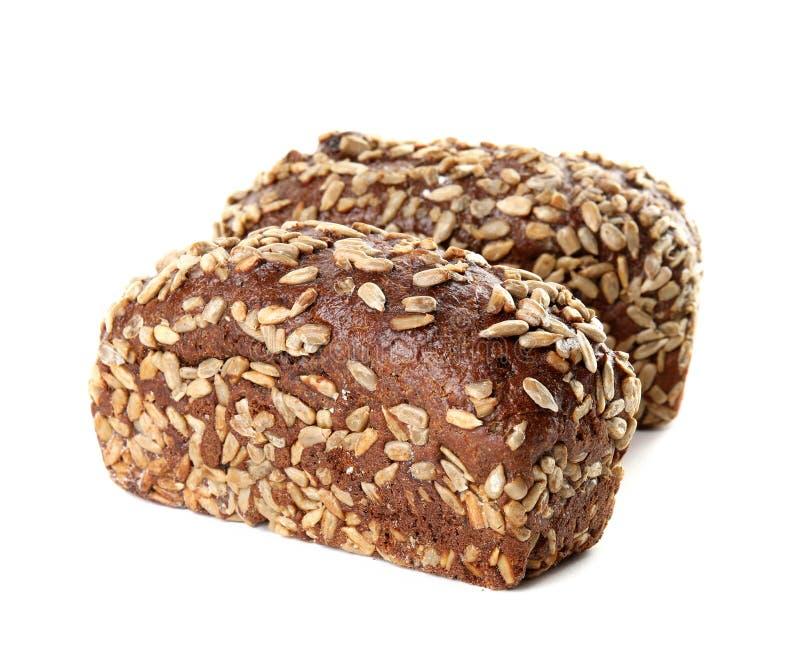Nacos do pão de centeio com as sementes de girassol no branco fotos de stock royalty free