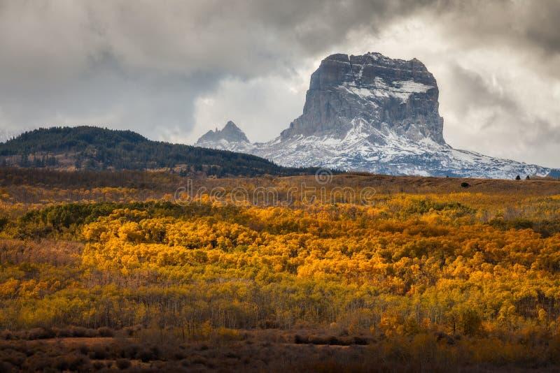 Naczelna góra w jesieni w lodowa parku narodowym, Montana, usa obraz royalty free