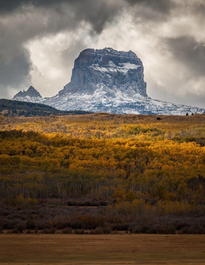 Naczelna góra w jesieni w lodowa parku narodowym, Montana, usa obrazy royalty free