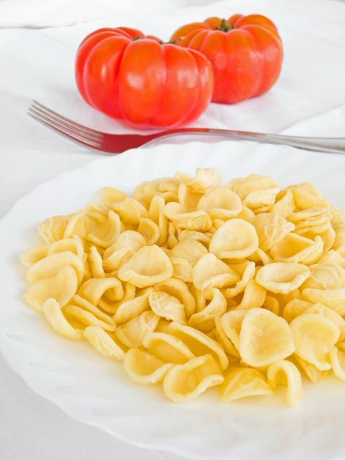 Download Naczynia orecchiette biel zdjęcie stock. Obraz złożonej z jedzenie - 13328270