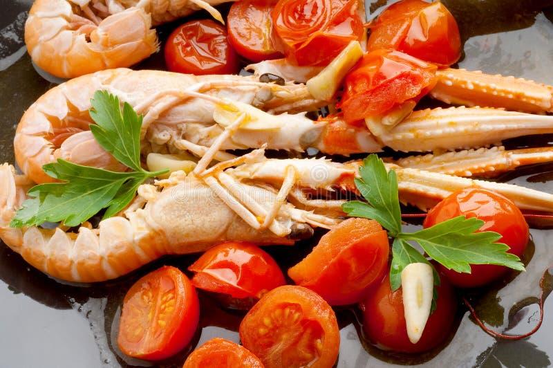 Download Naczynia scampi pomidory obraz stock. Obraz złożonej z olej - 13333939