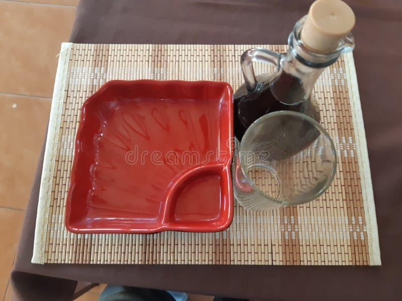 Naczynia w suszi kawiarni obrazy stock