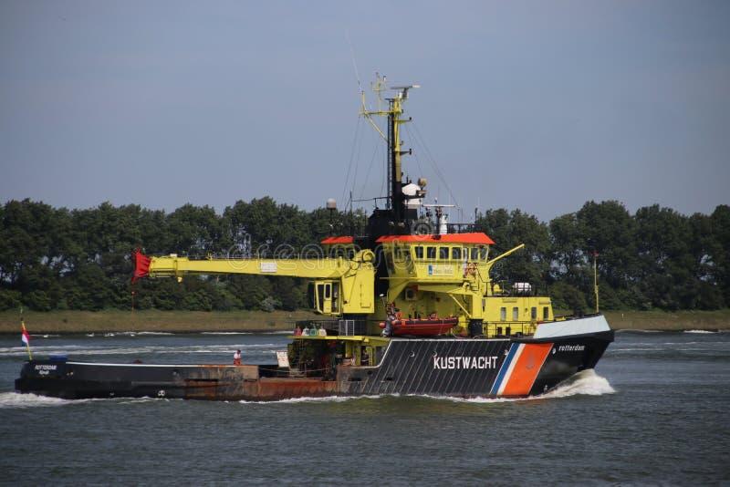 Naczynie Holenderska straż przybrzeżna na Nieuwe Waterweg speciliazed Pociesza w holandiach w utrzymywać zdjęcie stock